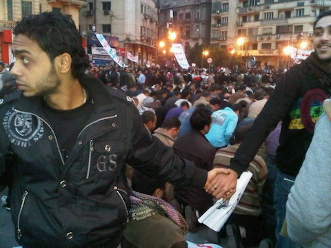 Christians protecting Muslims while they pray during protests in Egypt ©NevineZaki